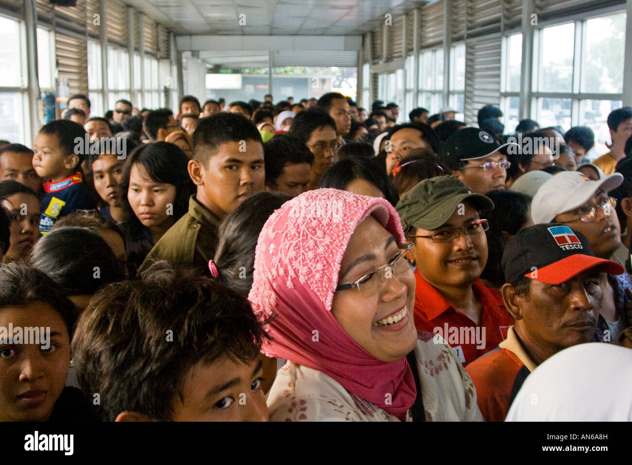 People Waiting On A Crowded Bus Platform Trans Jakarta Busway Rapid Stock Photo Alamy