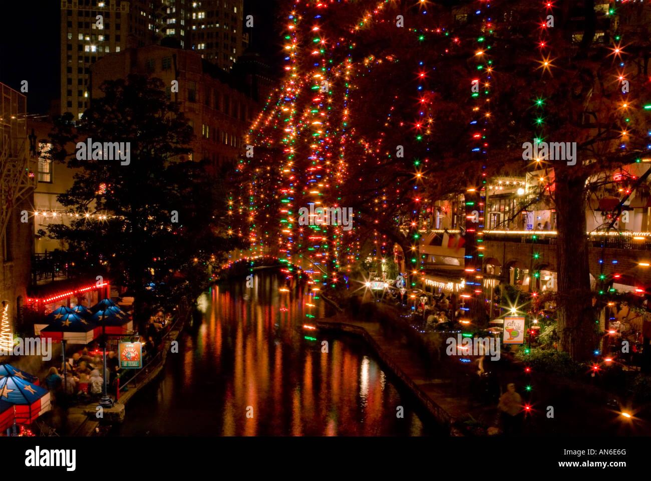 San Antonio Riverwalk On Christmas Day 2021 San Antonio Riverwalk Christmas High Resolution Stock Photography And Images Alamy