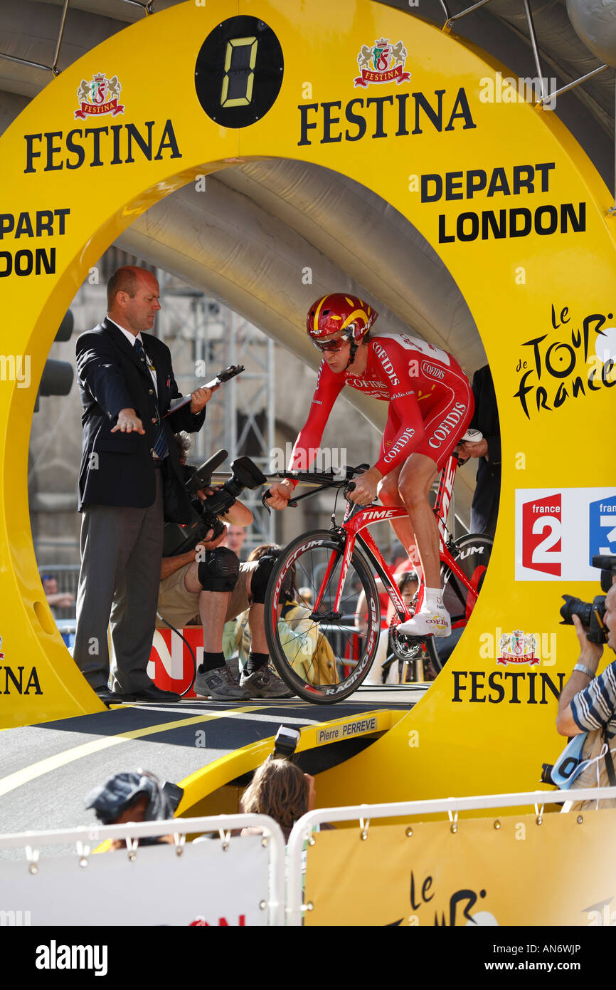 Bradley Wiggins sets off on opening leg of Le Tour de France (Le Grand Depart) 2007 in London. - Stock Image