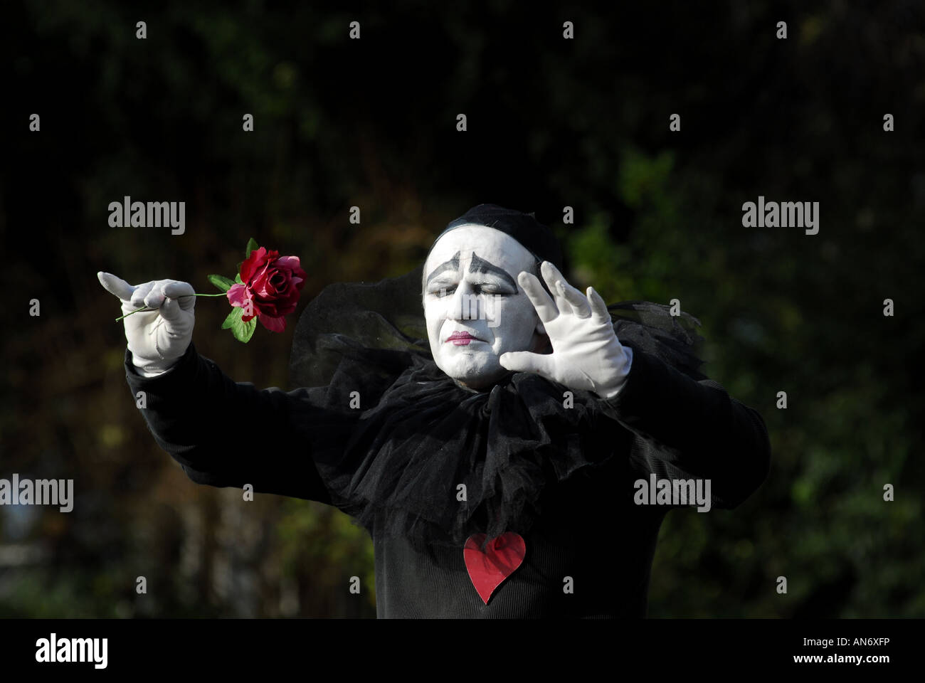 Mime artist on the steps of Sacre Coeur Cathedral Paris, France. - Stock Image