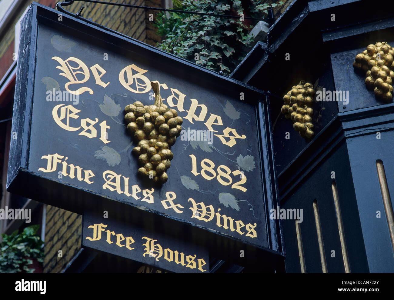 England London Mayfair Shepherd Market Ye Grapes pub bar sign - Stock Image