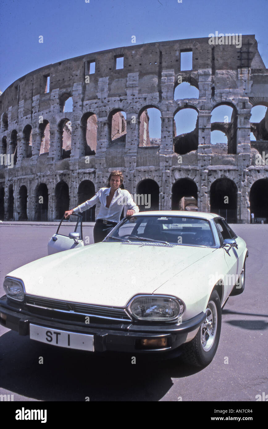 RETURN OF THE SAINT UK TV series from 1978 to 1980 with Ian Ogilvy as Simon Templar seen here outside the Colosseum in Rome - Stock Image