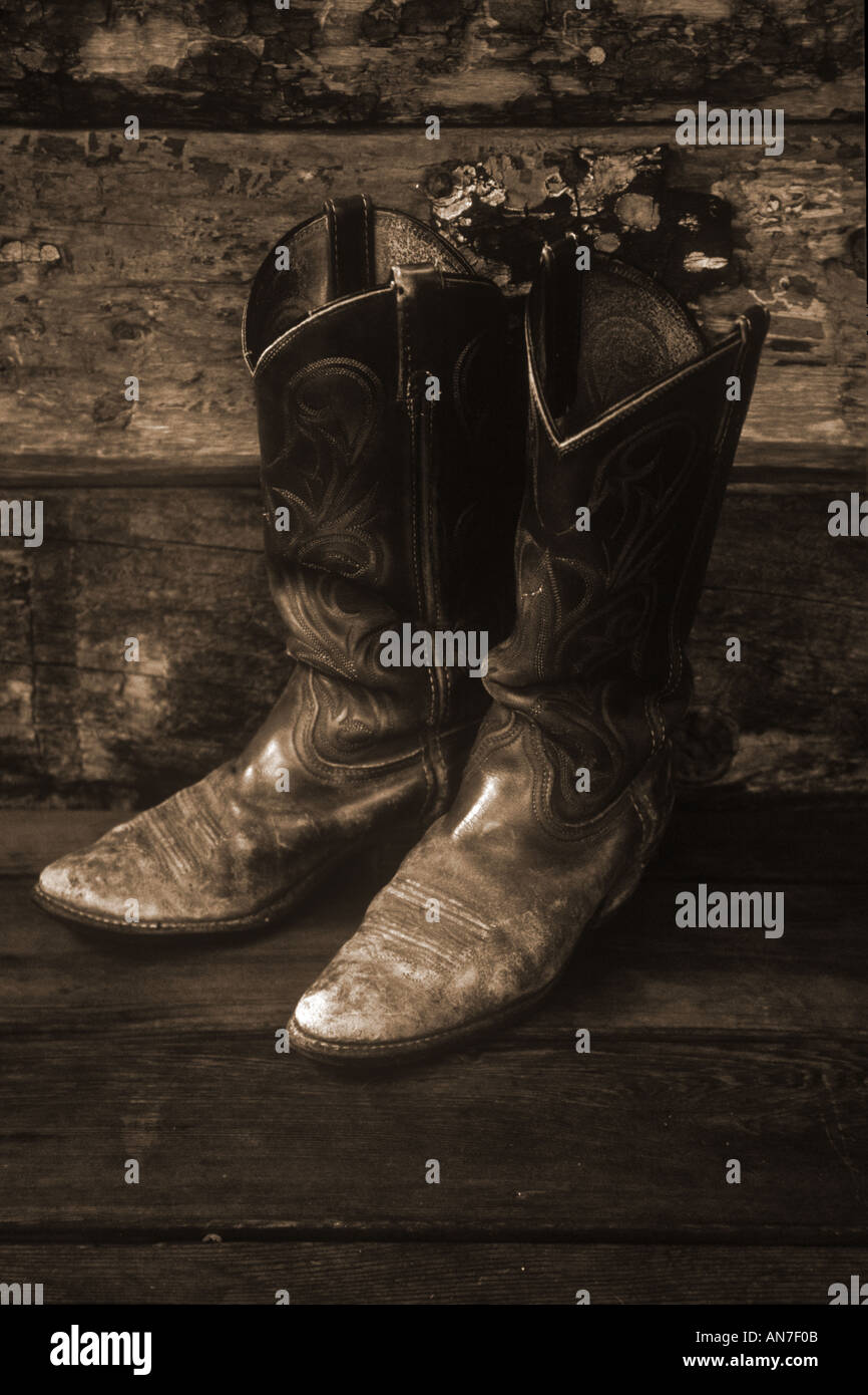 7c28ceb5565 Cowboy boots old and worn USA Stock Photo: 1408778 - Alamy
