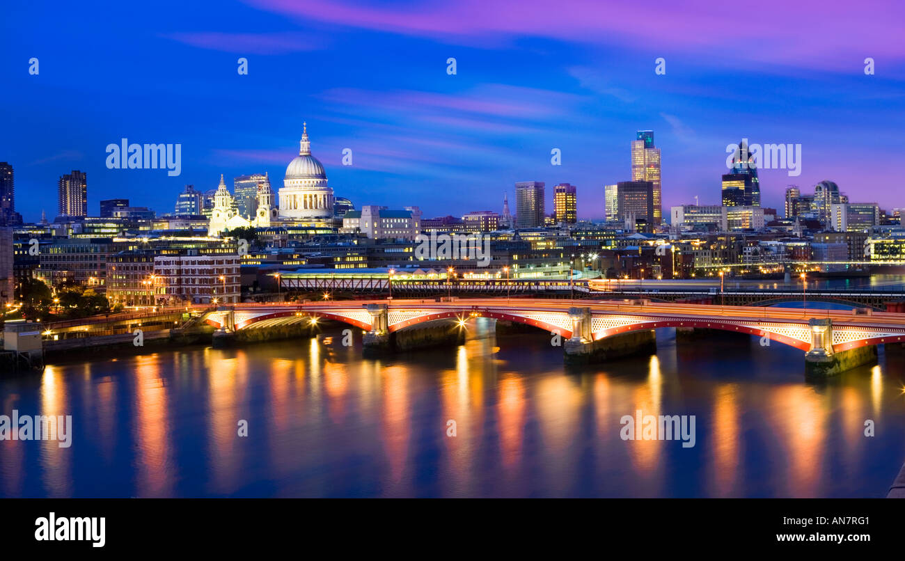 UK London View over river Thames towards St Pauls Cathedral and city skyline - Stock Image