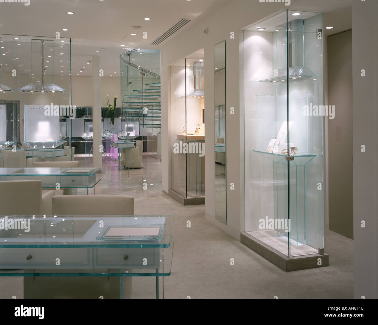 Boodle and Dunthorne, Jewellers Shop, Lord Street, Liverpool. Interior. Architect: Eva Jiricna Architects Stock Photo
