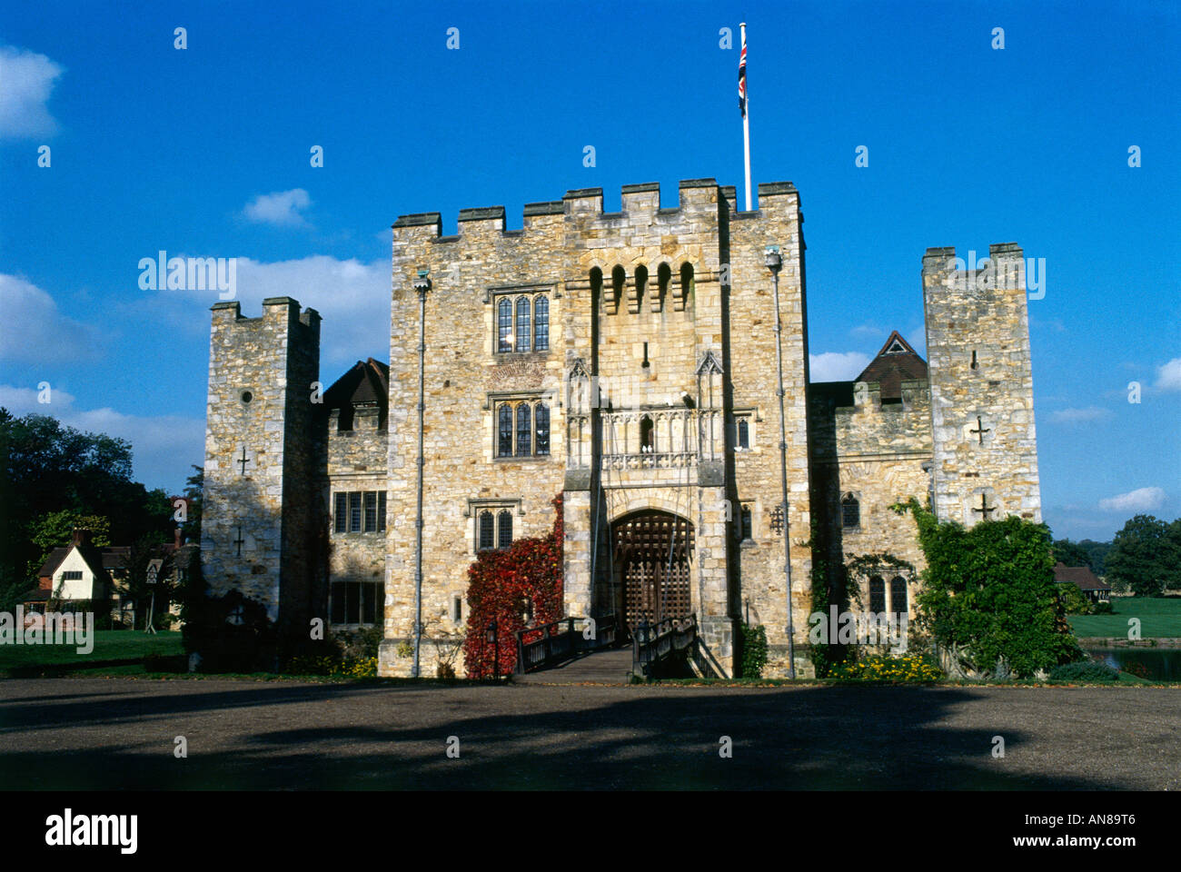 Hever Castle the oldest part of the castle was built in about 1270 in 1500 the Bullen family added a Tudor dwelling house inside the protective wall - Stock Image