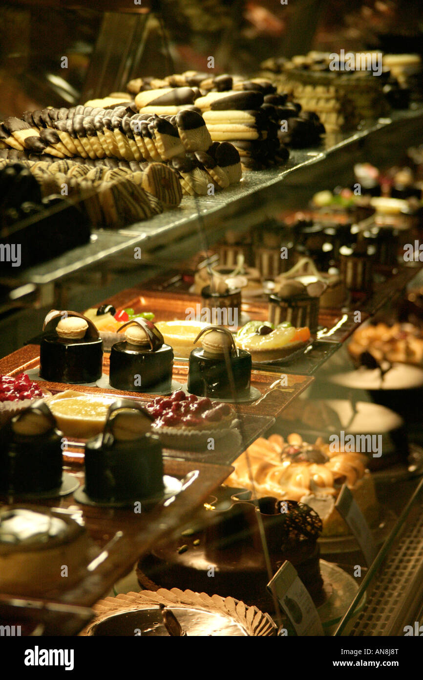 Turkish patisserie stock photos turkish patisserie stock for Divan taksim