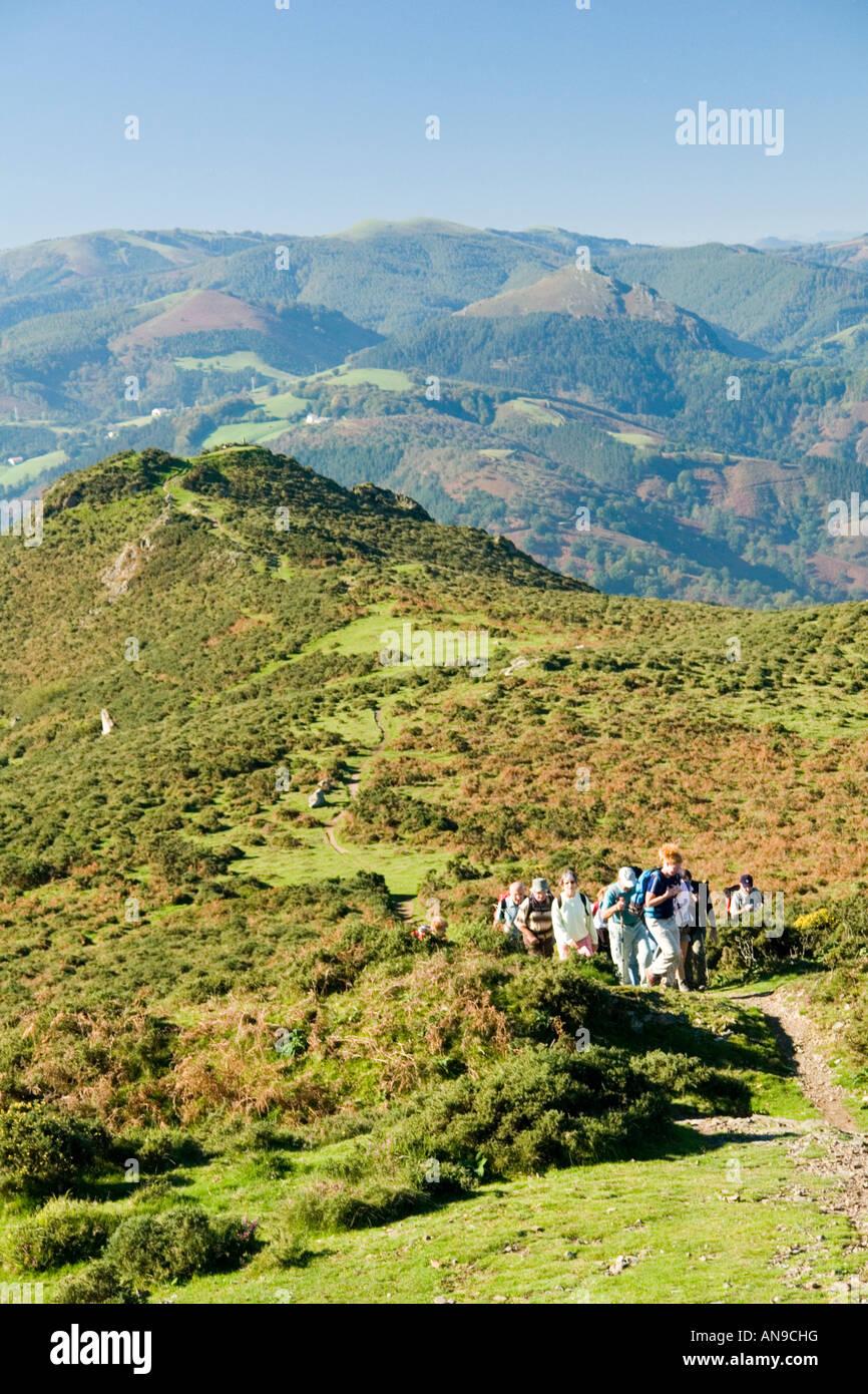 A group of senior citizen hikers, near to the Ibardin Pass (France). Un groupe de retraités randonneurs près - Stock Image