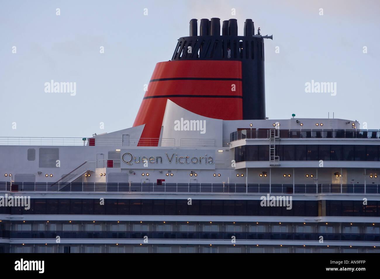 cunard cruise ship queen victoria sails into southampton