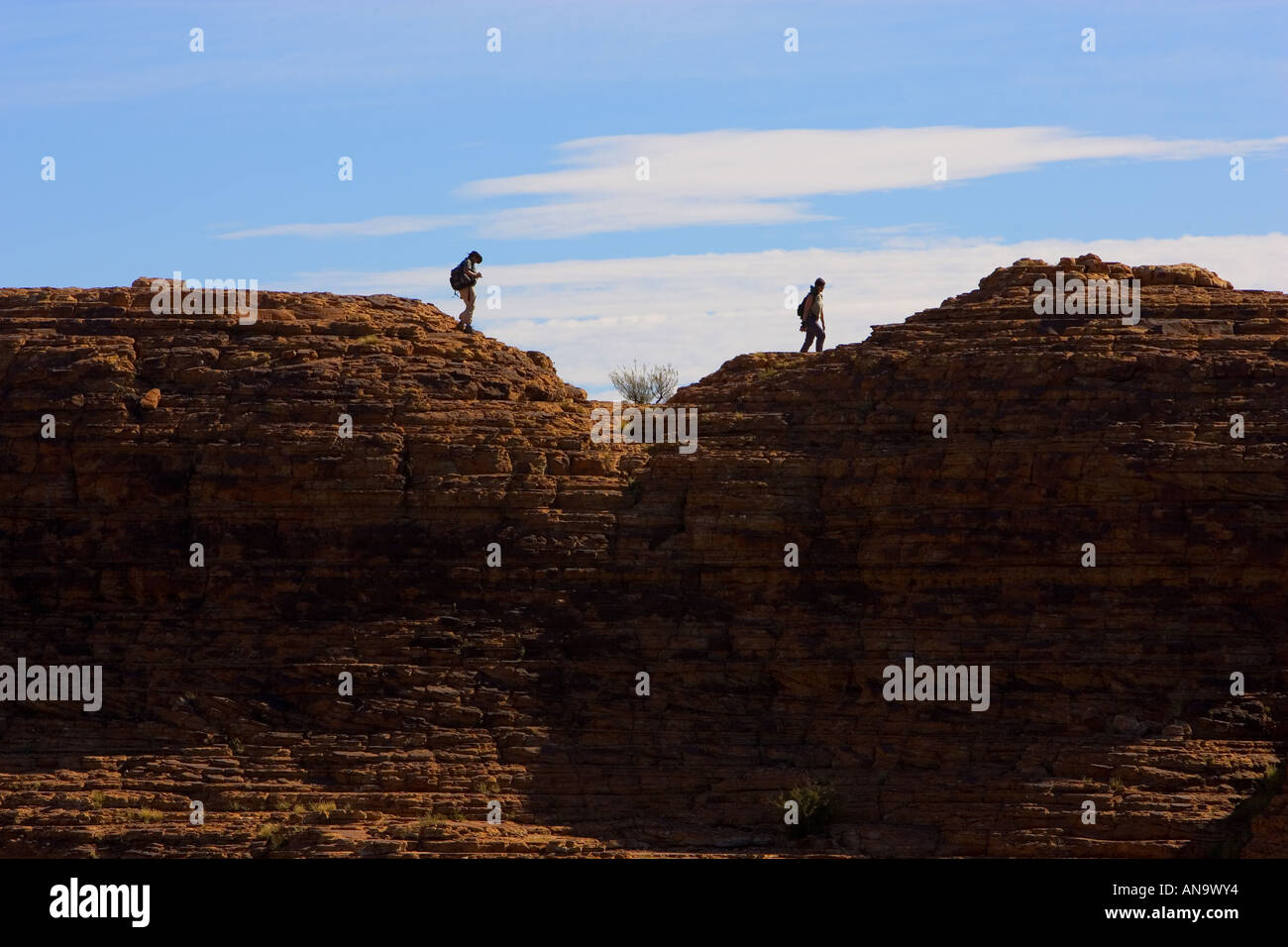 Tourists on the rim of King s Canyon Red Centre Northern Territory Australia - Stock Image