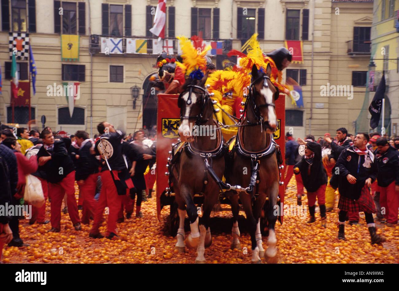 orange battle at the carnival of ivrea italy stock photo 8834321 alamy. Black Bedroom Furniture Sets. Home Design Ideas