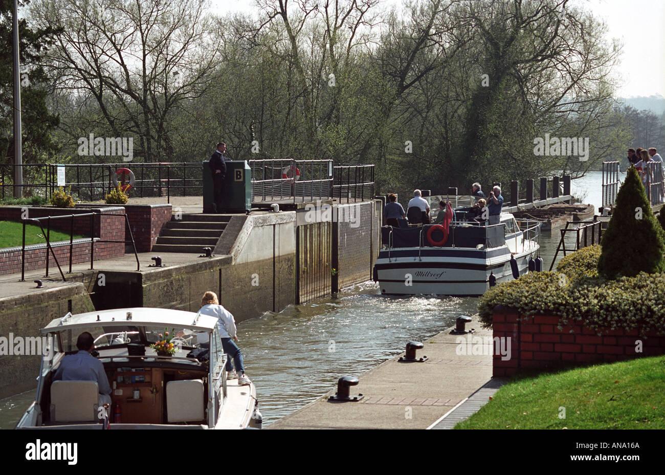 Yachts at Hambledon lock, England and river Thames Stock Photo