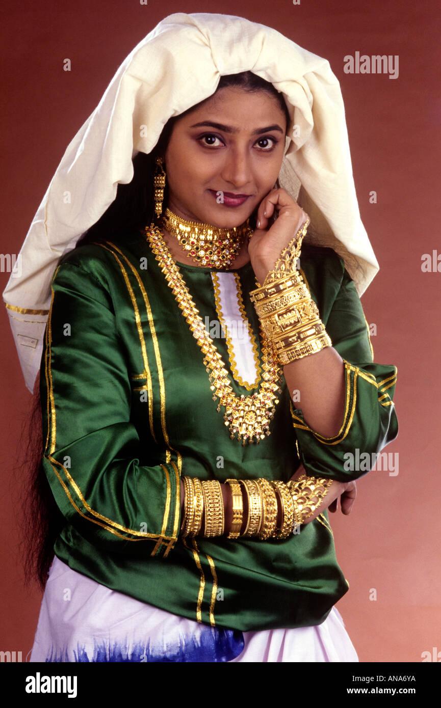 Muslim Bridal Costume Stock Photos & Muslim Bridal Costume ...