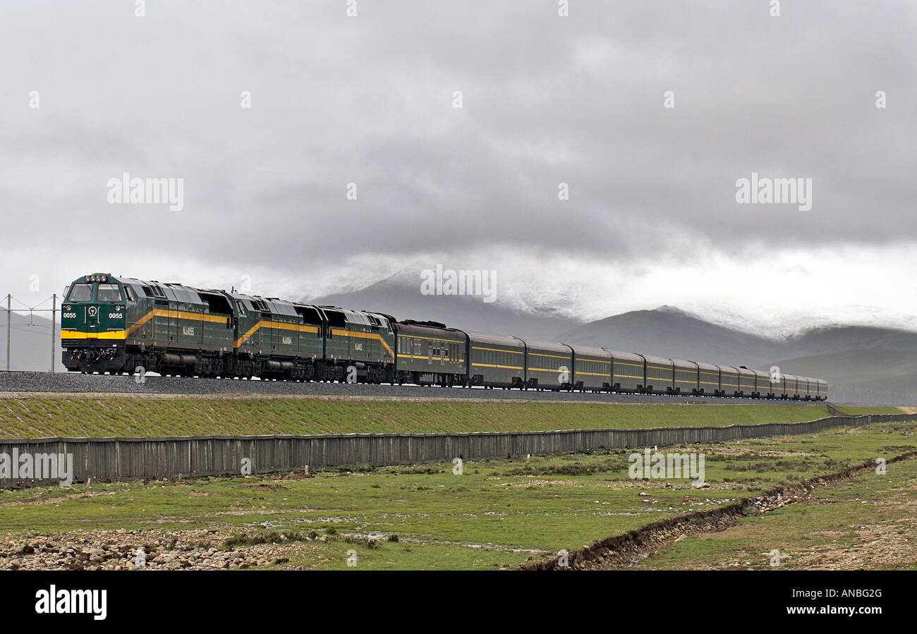 The Skytrain Qinghai province Xizang railway the world s highest train route Tibetan plateau Tibet China Stock Photo