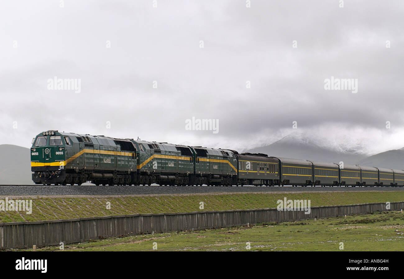 The Skytrain Qinghai province Xizang railway the world s highest train route Tibetan plateau Tibet China Stock Photo