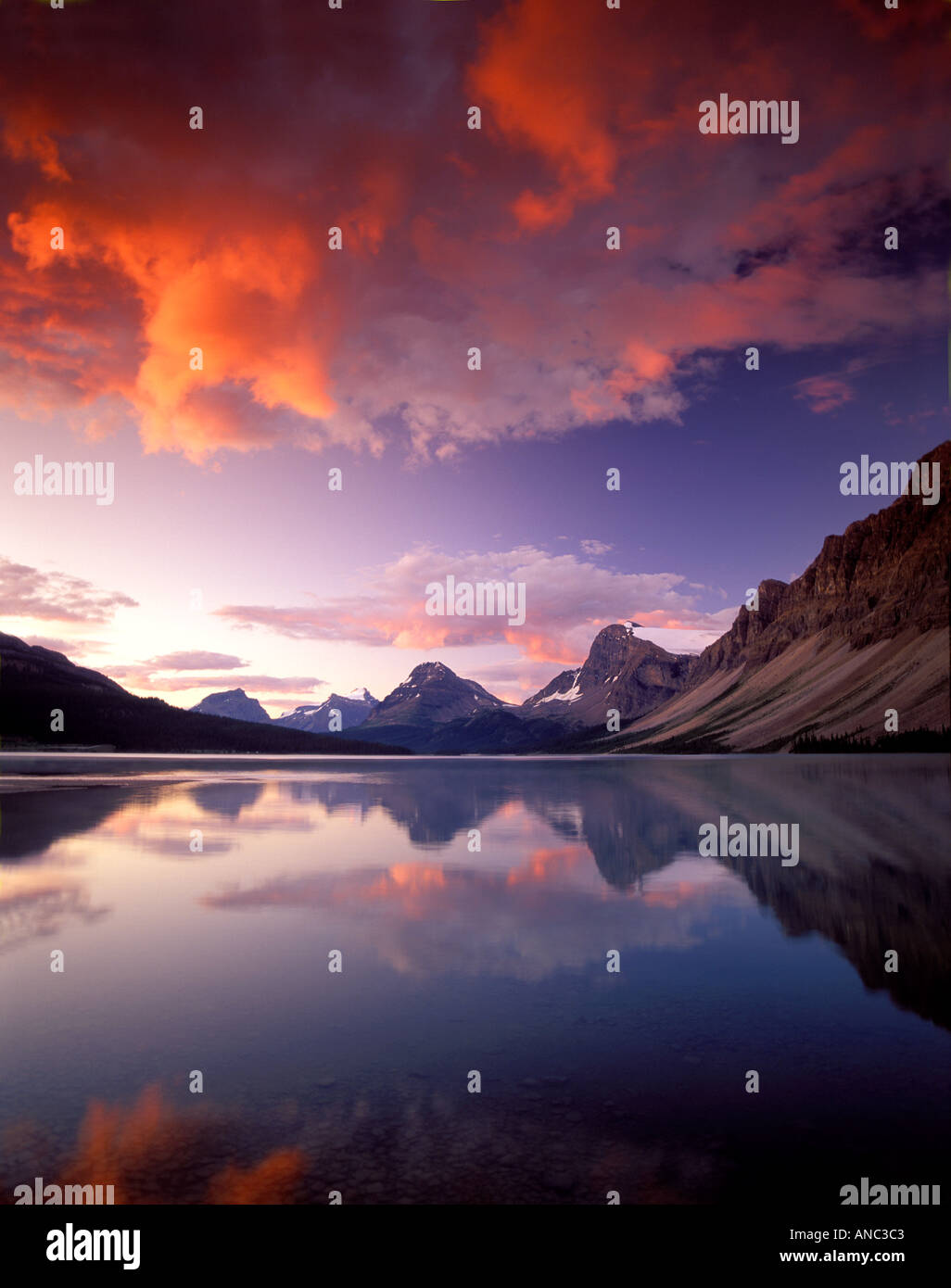 M00419M tiff Sunrise clouds over Bow Lake with reflection Banff National Park Alberta Canada - Stock Image