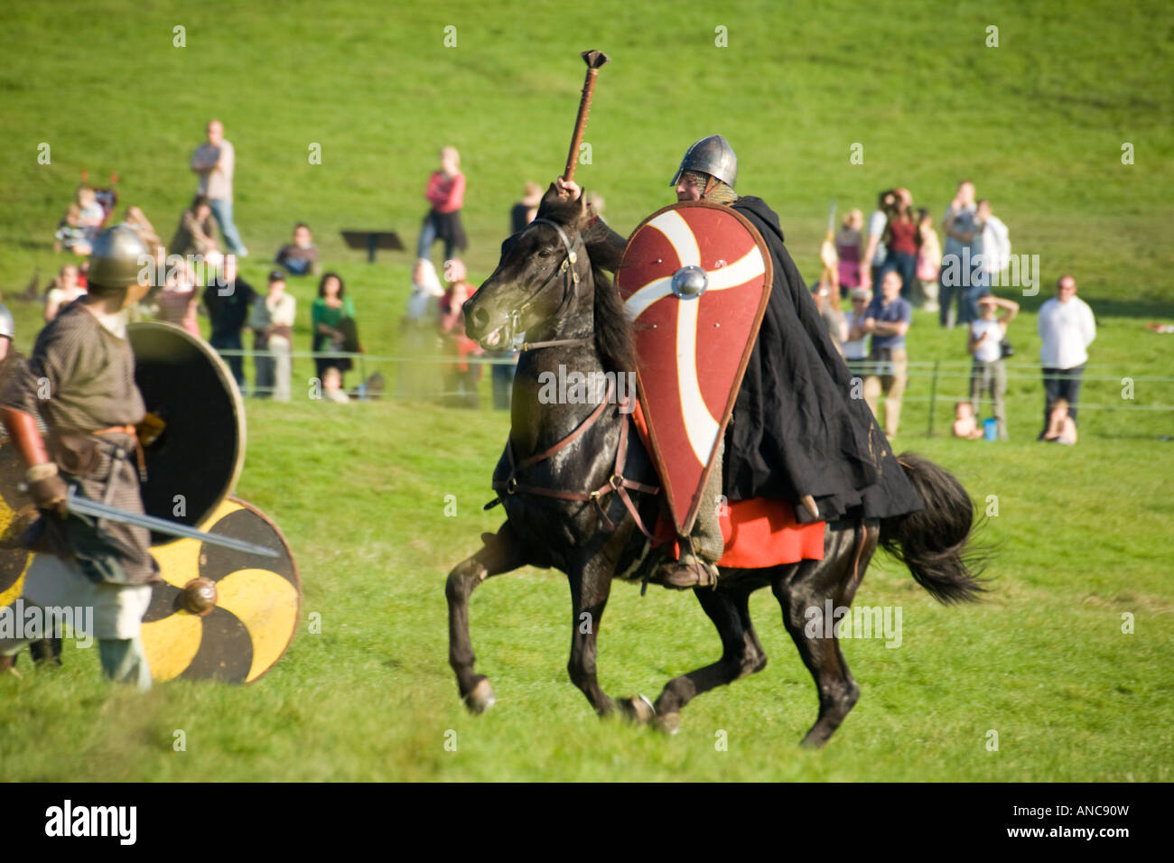 William attacks King Harolds foot soldiers on horseback during the Battle of Hastings re enactment 2007 - Stock Image