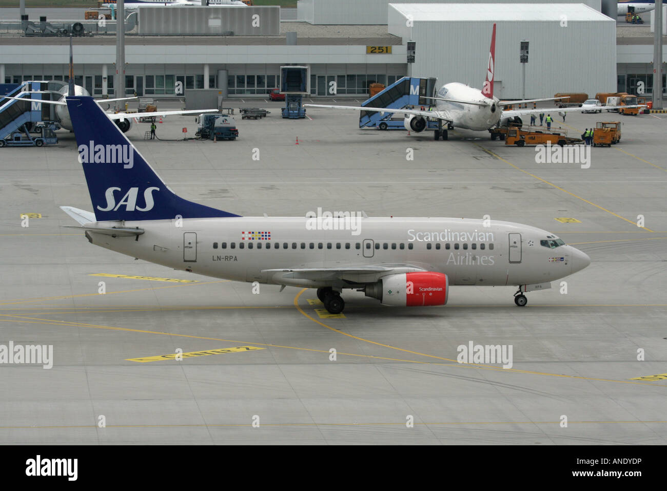 sas scandinavian airlines boeing 737 600 taxiing at munich airport