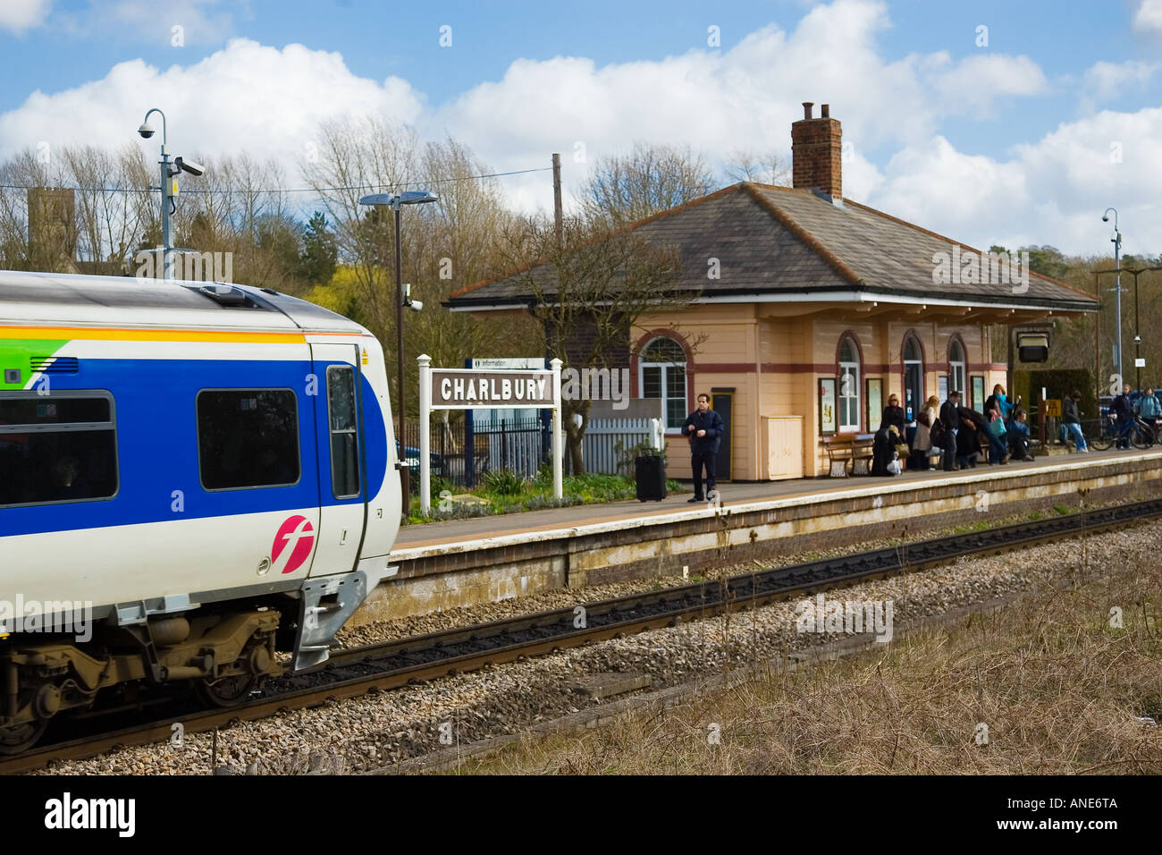 First Great Western train arrives at Charlbury Station Oxfordshire The Cotswolds UK - Stock Image