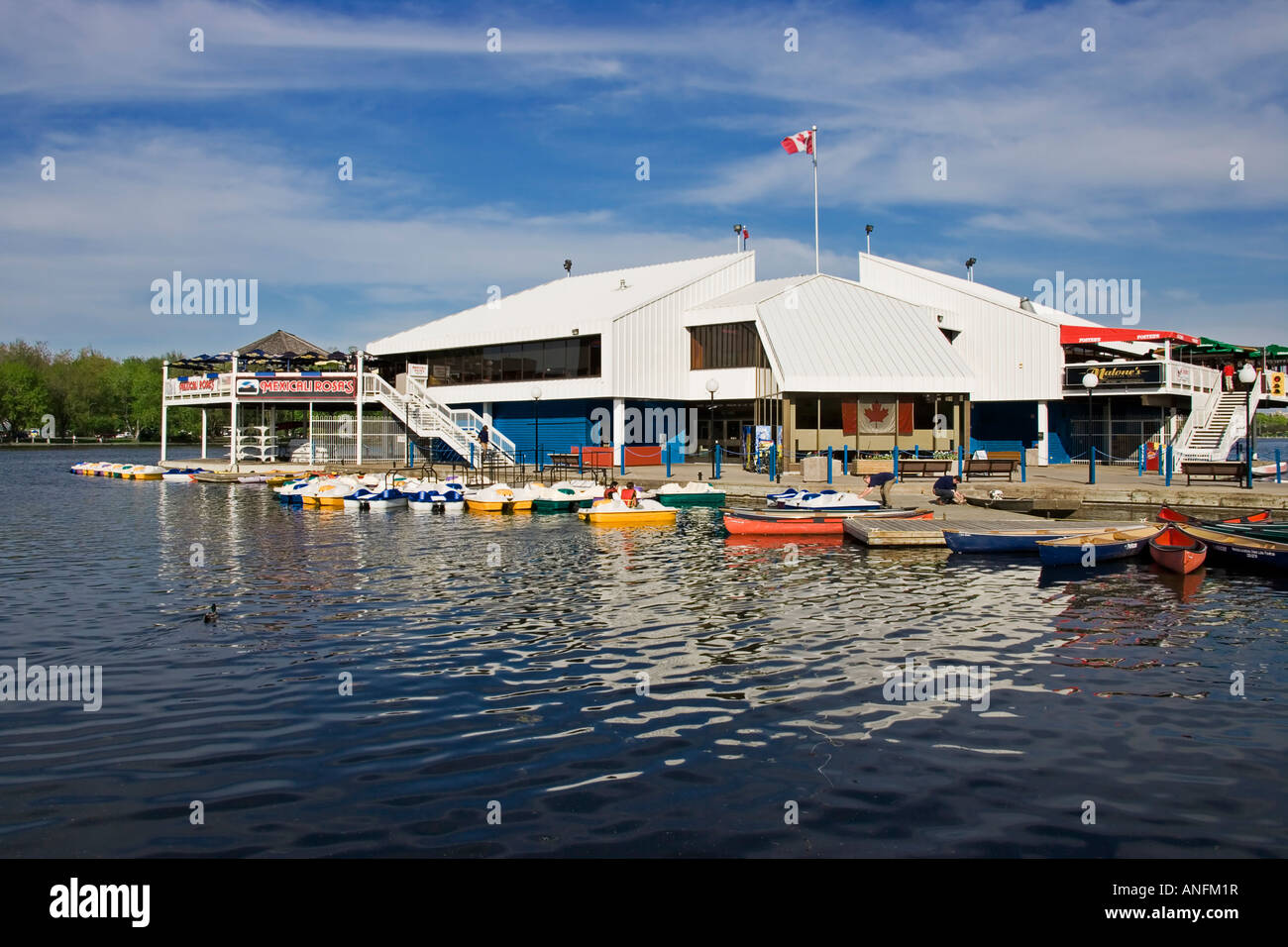 Dows Lake Pavilion is a privately owned, multi-functional facility which overlooks Dows Lake, on the historic Rideau - Stock Image