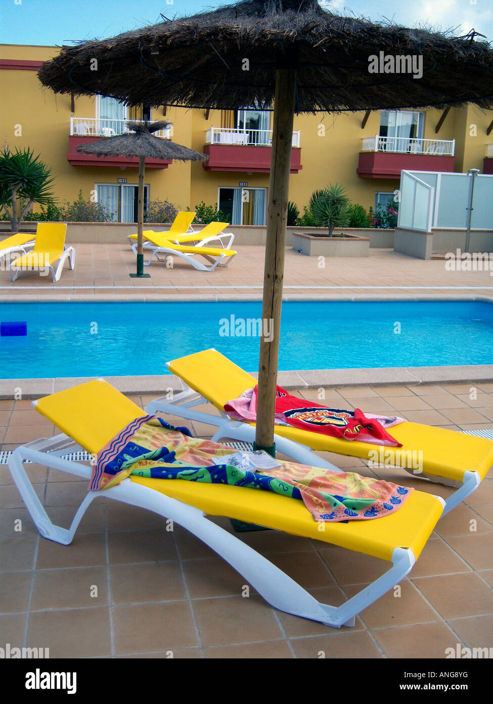Unoccupied loungers with towels on to reserve them in a hotel. Photo Willy Matheisl - Stock Image