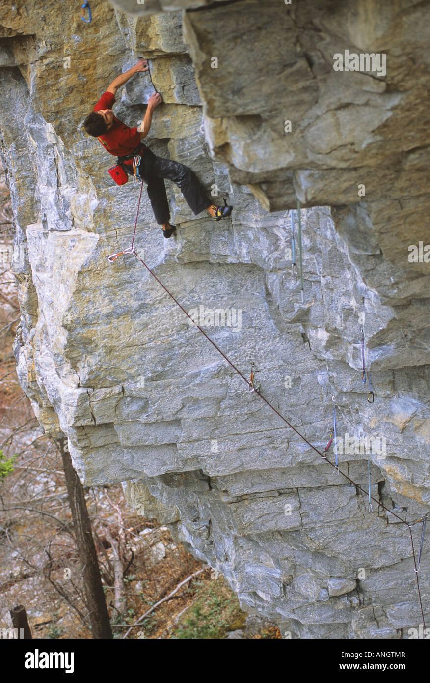 Man climbing Blade Runner, The Belfry Skaha Bluffs, Penticton, British Columbia, Canada. - Stock Image