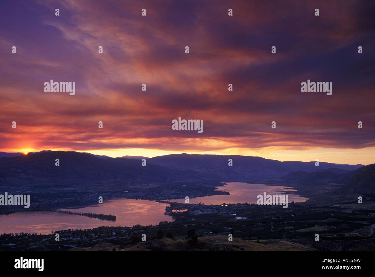 Sunset over Osoyoos Lake with forest fire smoke, British Columbia, Canada. - Stock Image