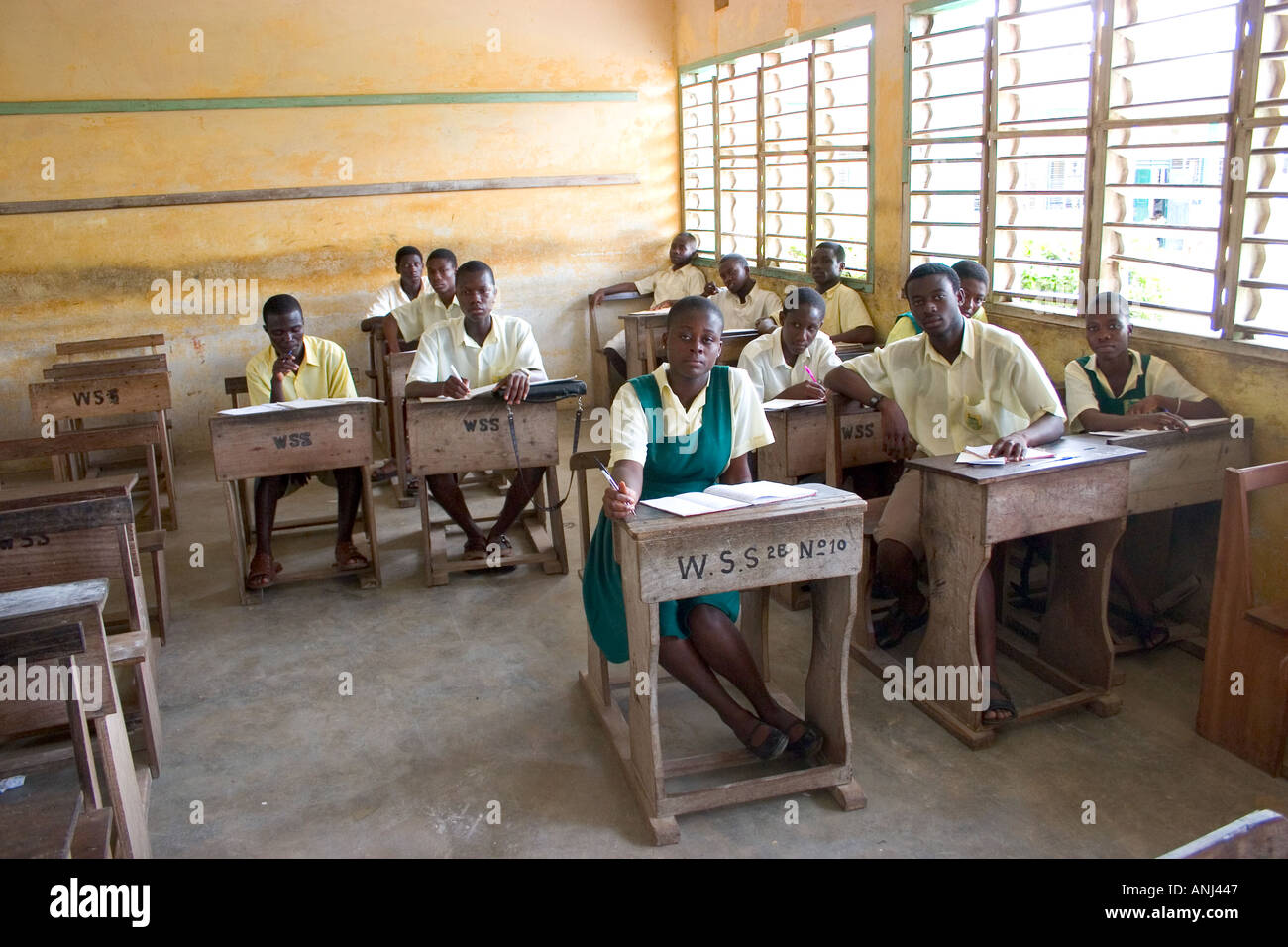 Class of students in a secondary school in Ghana - Stock Image