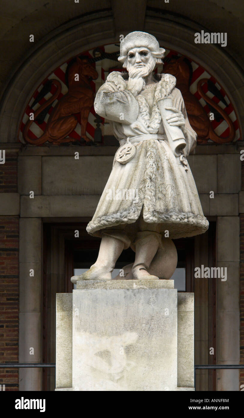 Statue of Elizabethan Merchant Venturer Council House College Green Bristol England - Stock Image