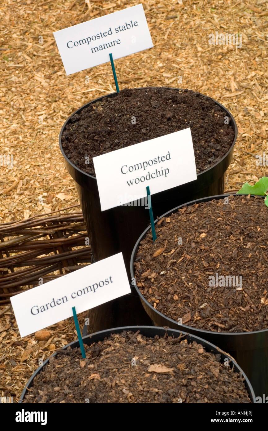 Types of organic gardening composts: Garden, Woodchip, Stable manure ...