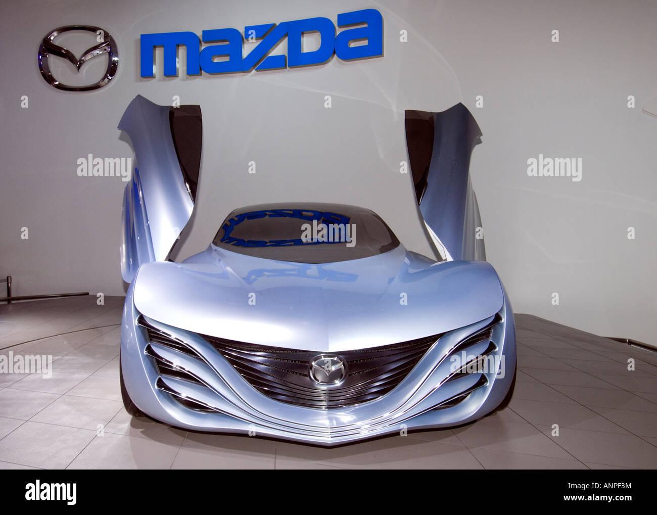 https://c8.alamy.com/comp/ANPF3M/futuristic-mazda-taiki-concept-sports-car-at-tokyo-motor-show-2007-ANPF3M.jpg