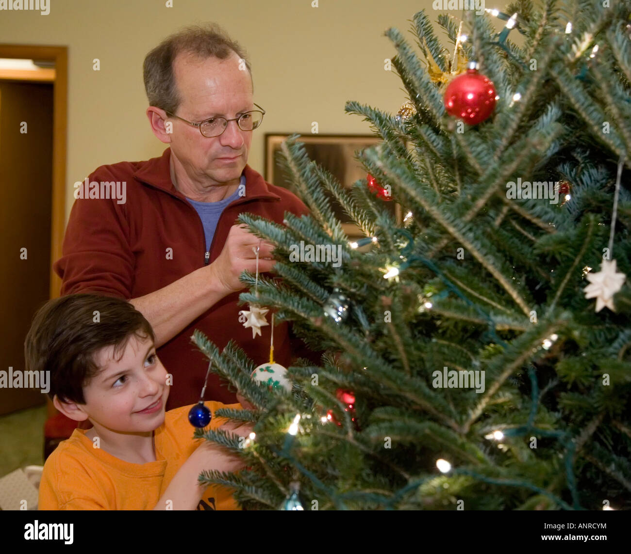 Bridgewater Virginia Father and son decorate a Christmas tree - Stock Image