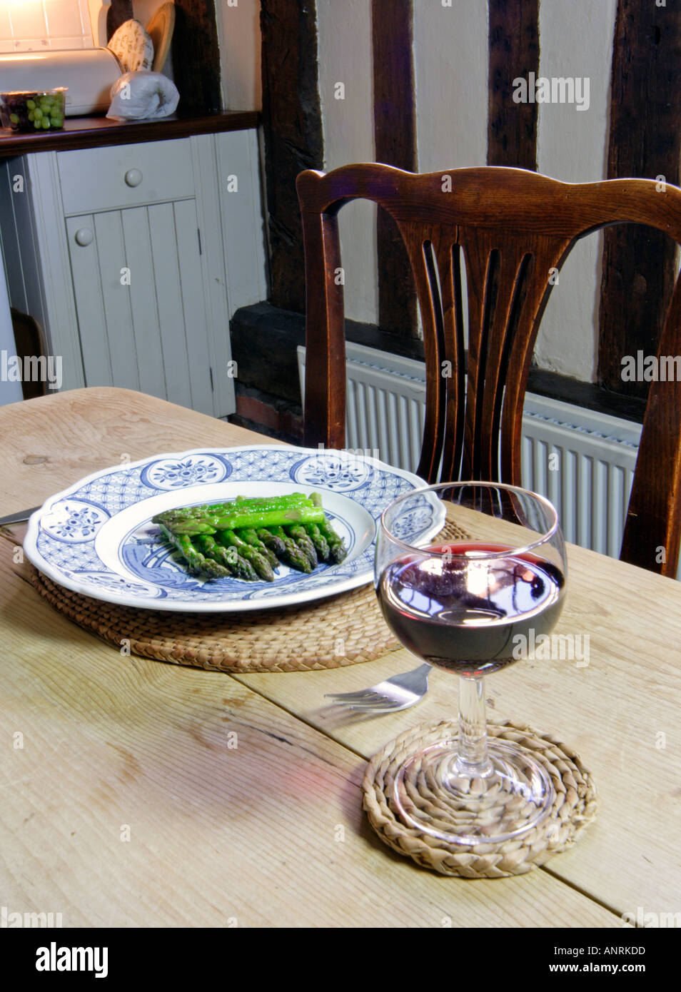 Civilised first course of Asparagus tips with red wine in a traditional timber framed house - Stock Image