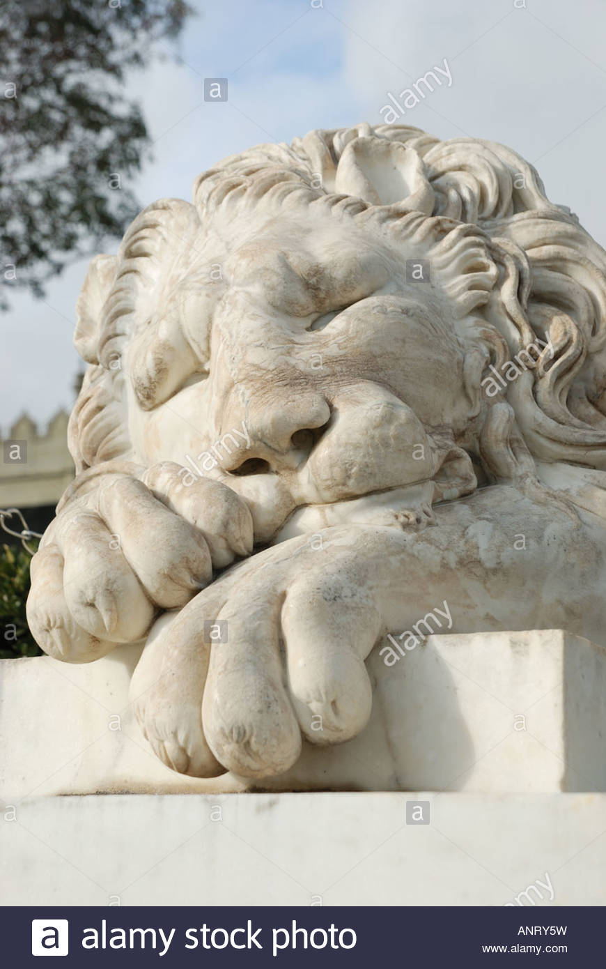 White marble lion sculpture in Alupka - Stock Image