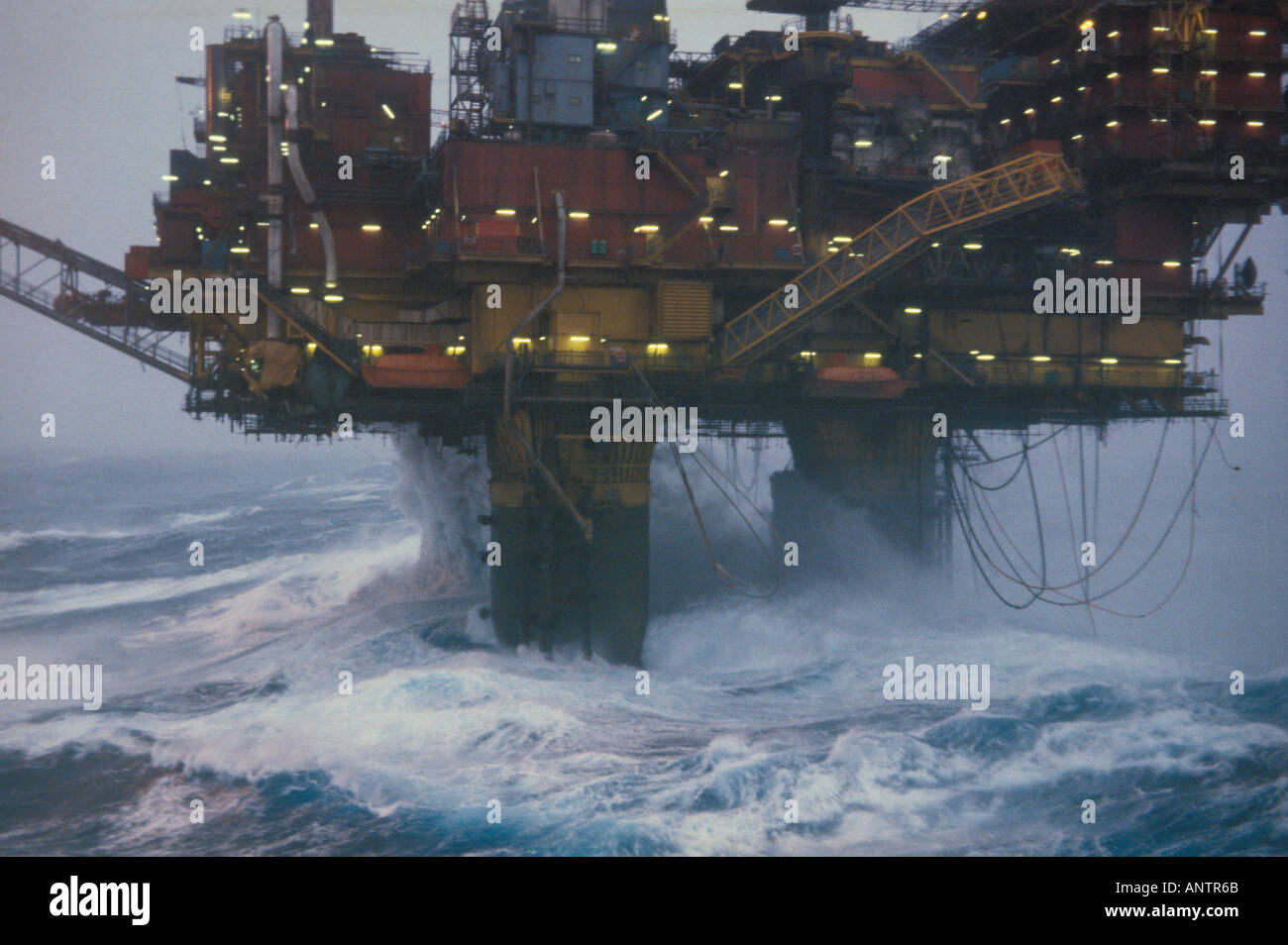 shell s brent bravo oil rig in a storm stock photo 5093226 alamy