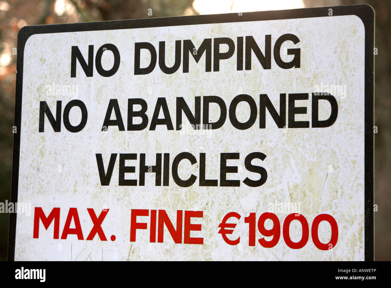 no dumping no abandoned vehicles max fine 1900 euro - Stock Image