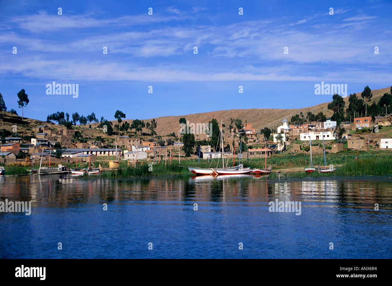 village of puerto perez suriqui islet lake titicaca bolivia - Stock Image