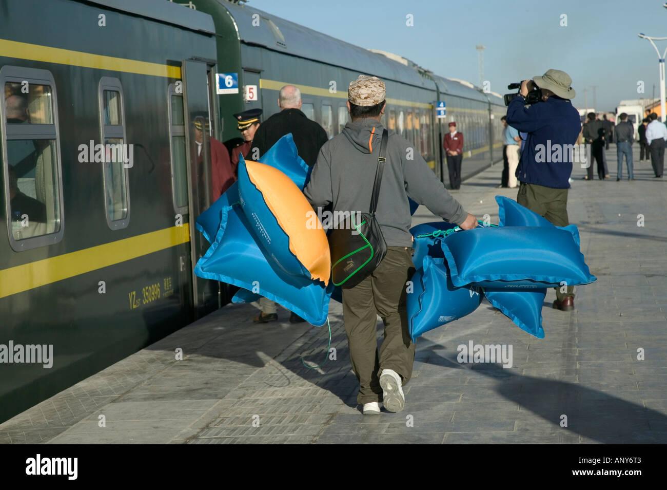 Oxygen pillows, Qingzang/Qinghai-Xizang train, the world's highest railway, Tibet - Stock Image