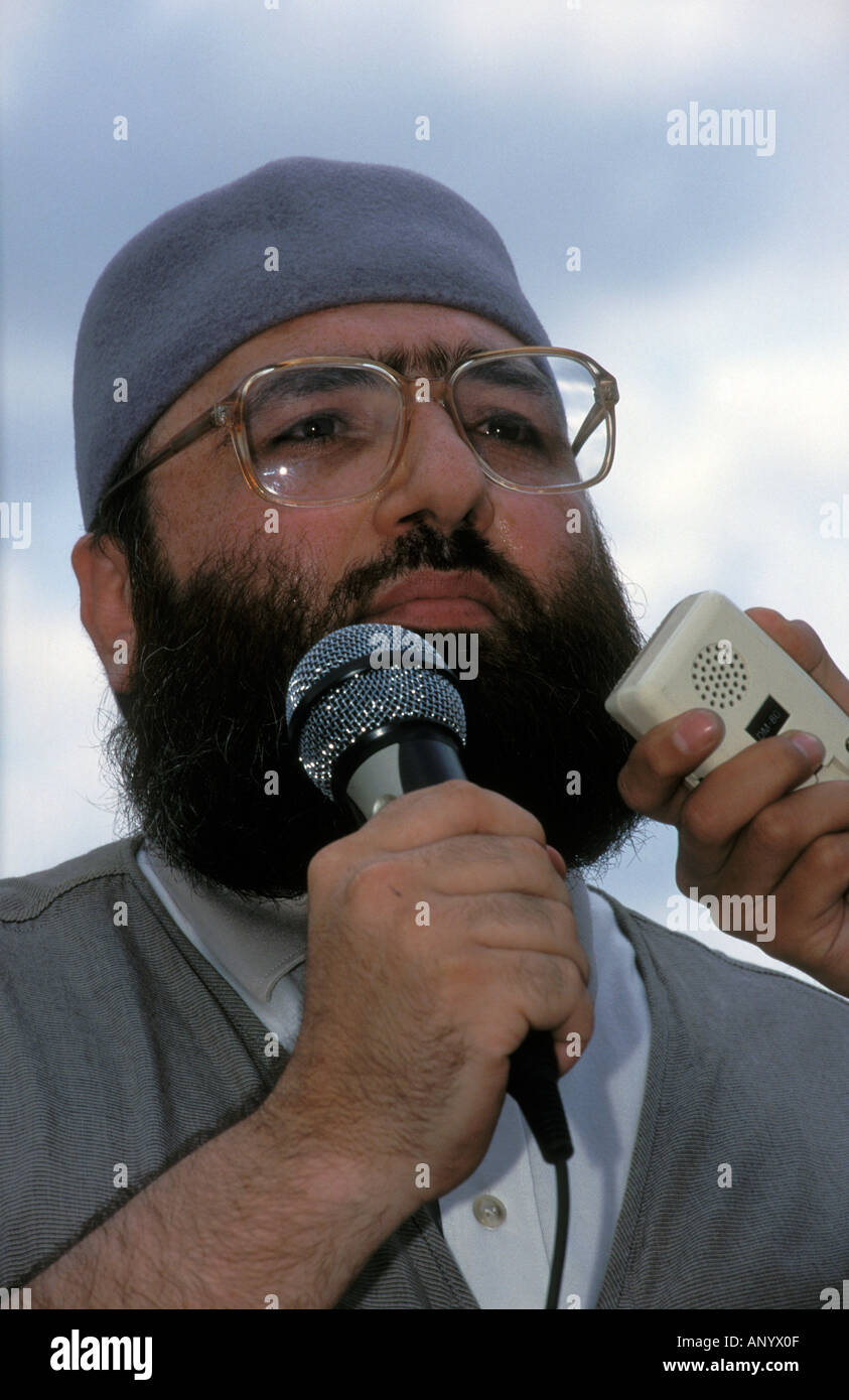 Sheikh Omar Bakri Muhammad aka Tottenham Ayatollah, Amir of Muhajiroun, Trafalgar Square, London, UK. July 1999. Stock Photo