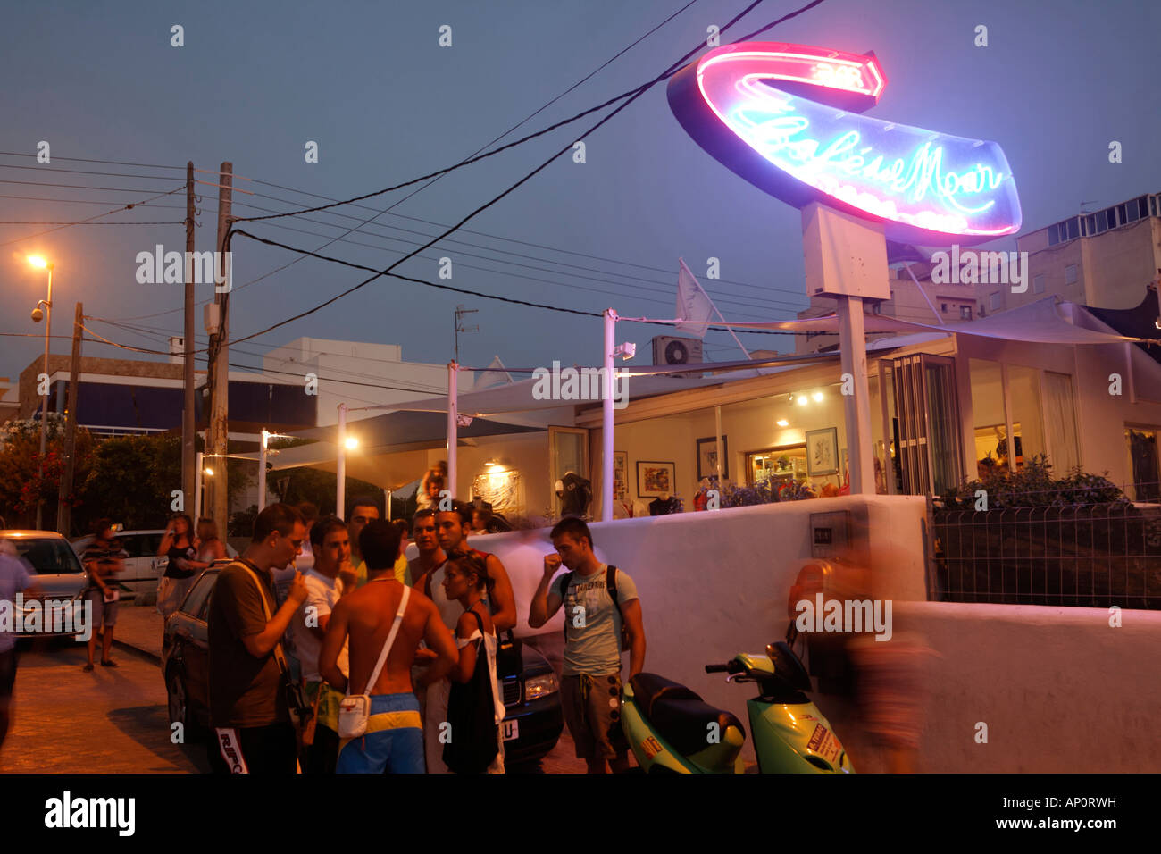 Cafe del Mar Beach full of people after sunset at dusk, Ibiza / Eivissa, Balearic Islands, Spain, Europe, EU - Stock Image