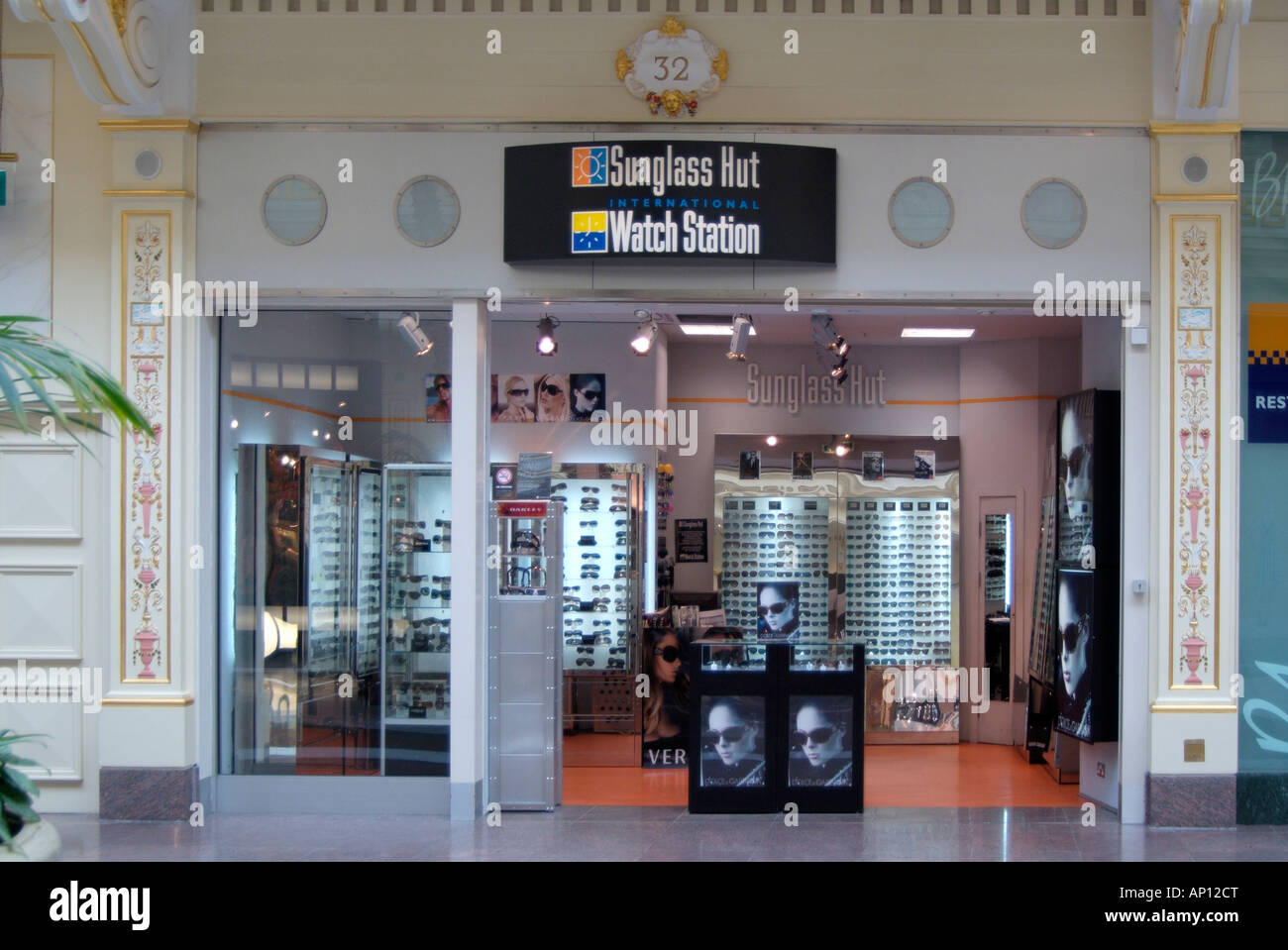 Sunglass hut Watch station sun glasses optician optical shade  eye sight protect protection dolce cabbana time piece - Stock Image