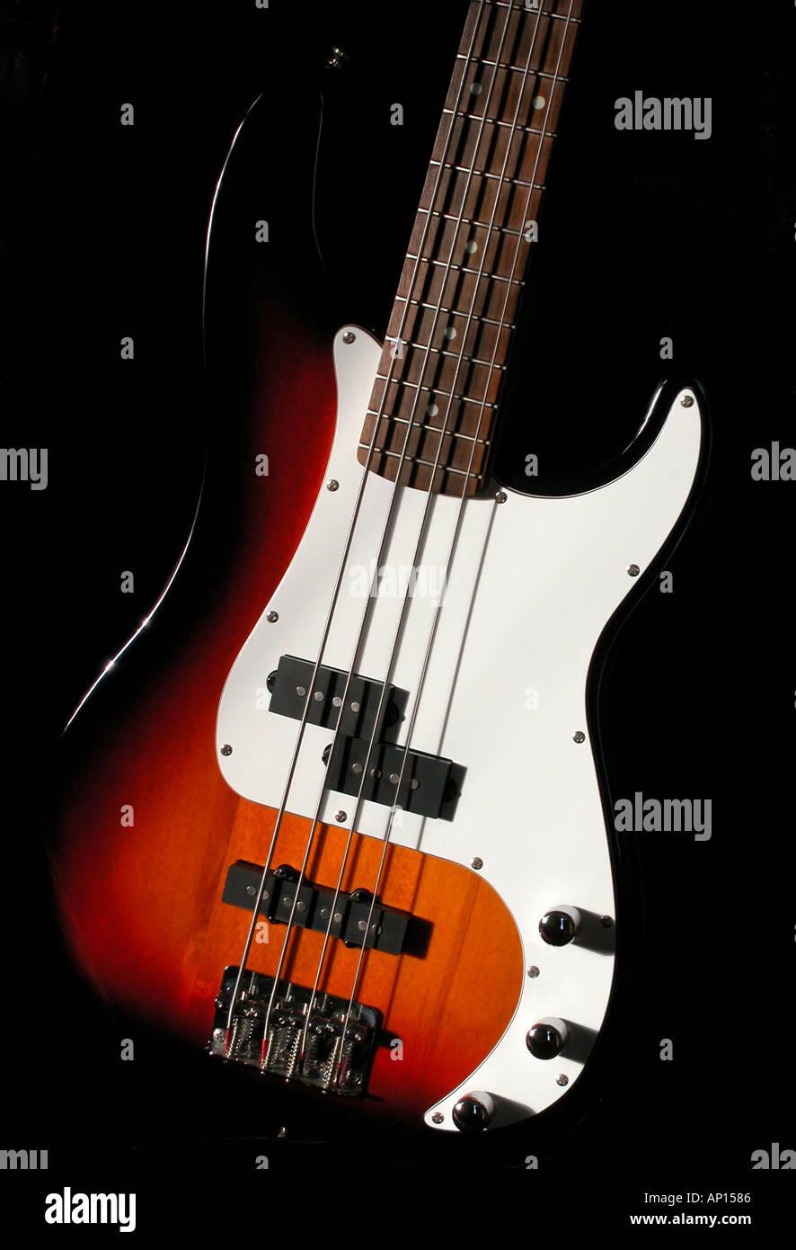 Fender Squier Jazz Bass body, 4 string sunburst, 2 single coil pickups, white pickguard, rosewood fingerboard - Stock Image