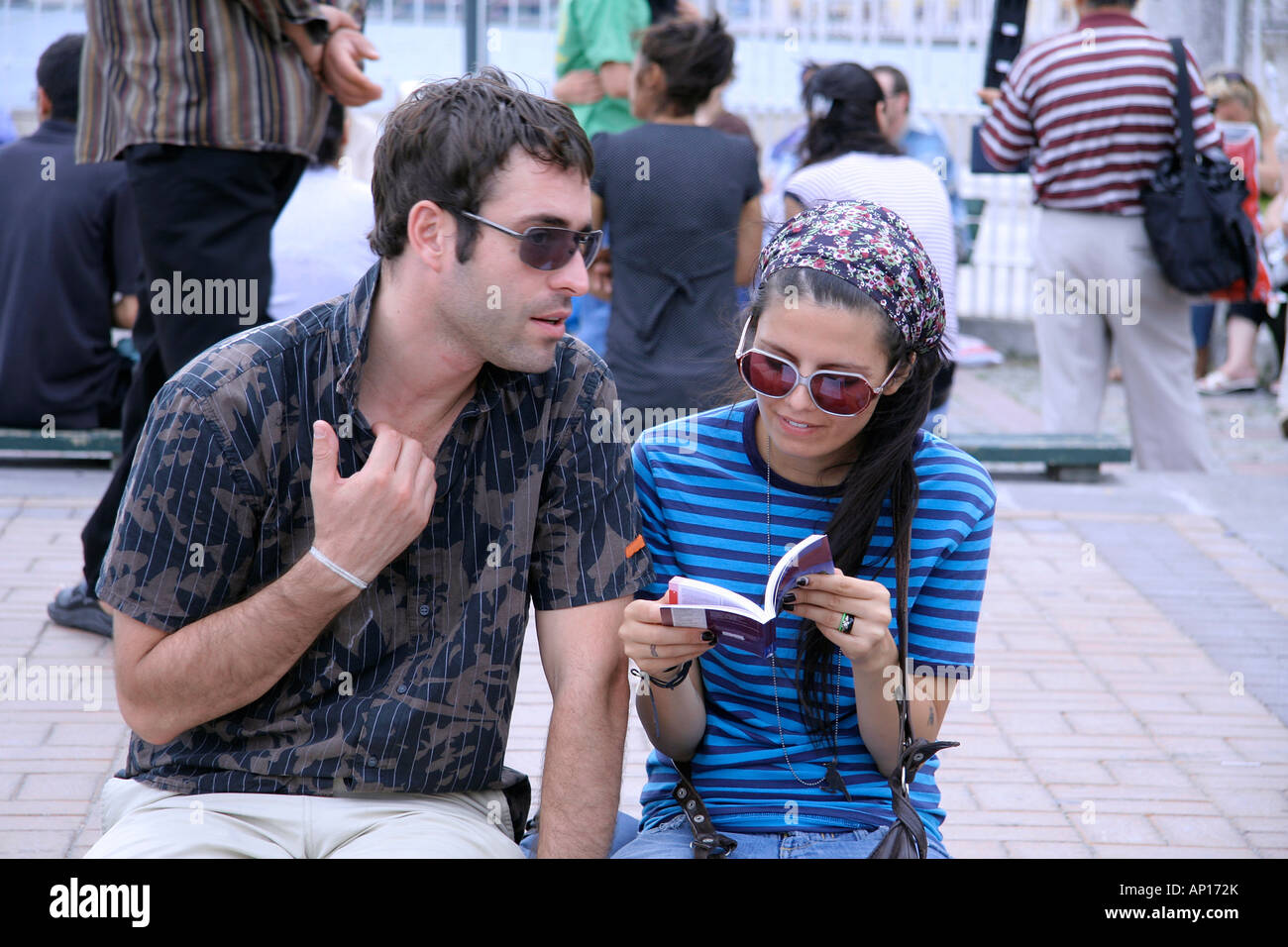 couple from different cultures trying to communicate - Stock Image