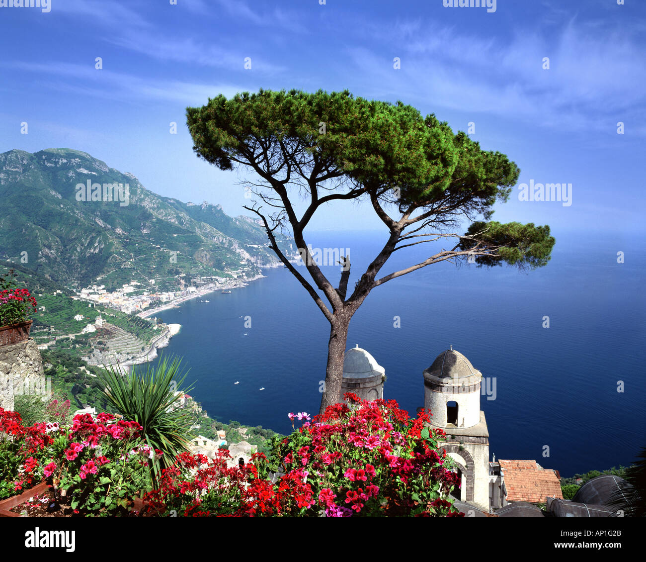 IT - CAMPANIA: Villa Rufolo at Ravello overlooking the Gulf of Salerno - Stock Image