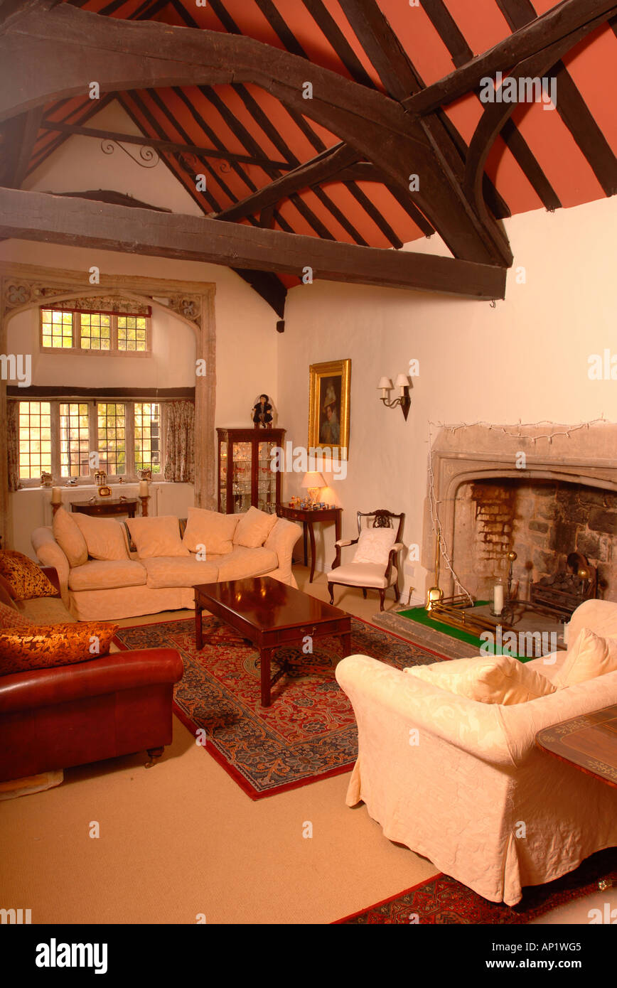 THE LIVING ROOM OF A GRADE A LISTED TOWN HOUSE IN THE COTSWOLDS GLOUCESTERSHIRE UK - Stock Image