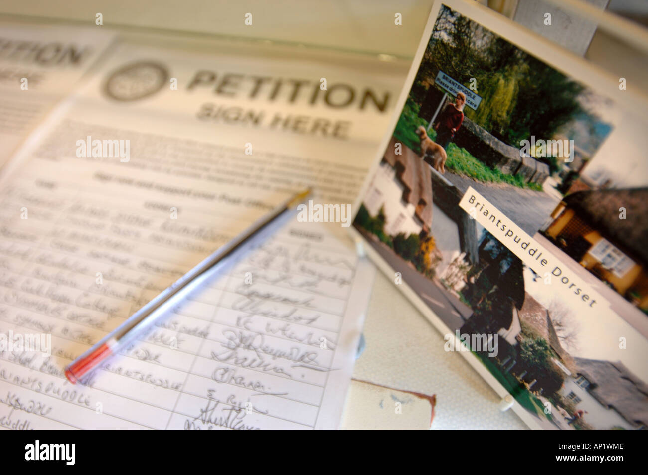 A PETITION TO SAVE THE VILLAGE SHOP AND POST OFFICE AT BRIANTSPUDDLE IN DORSET UK - Stock Image
