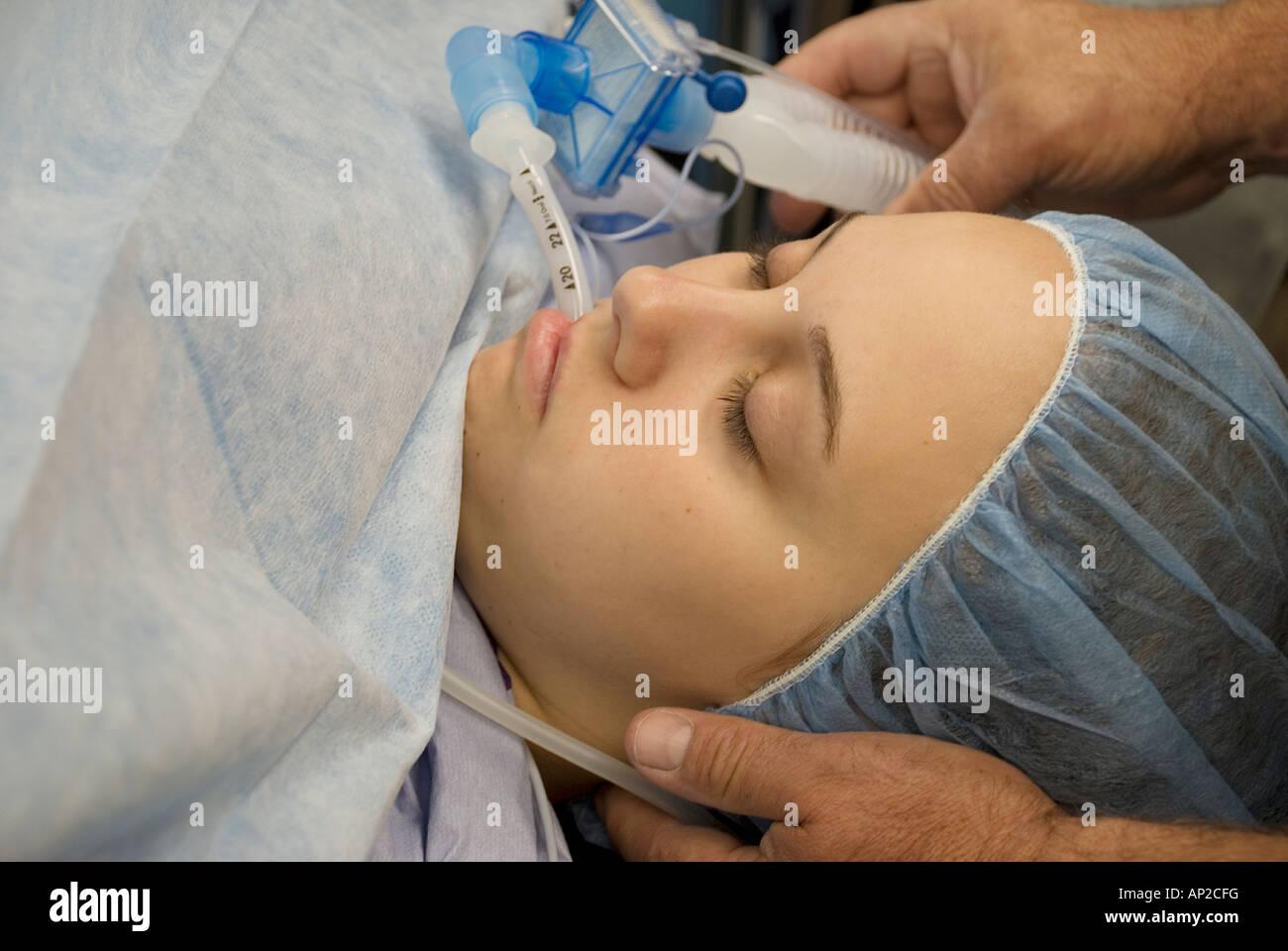 Трахнули под наркозом онлайн, Зубной врач сделал грудастой пациентке наркоз 9 фотография