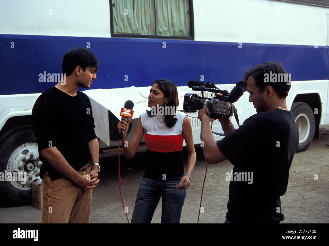 Vivek Oberoi being interviewed during a break in filming for 'Masti', Mumbai, South India - Stock Image