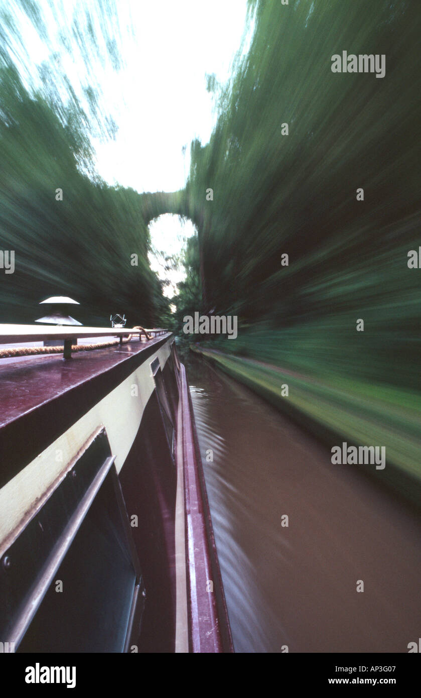 PICTURE CREDIT DOUG BLANE narrowboat navigating along the canal - Stock Image