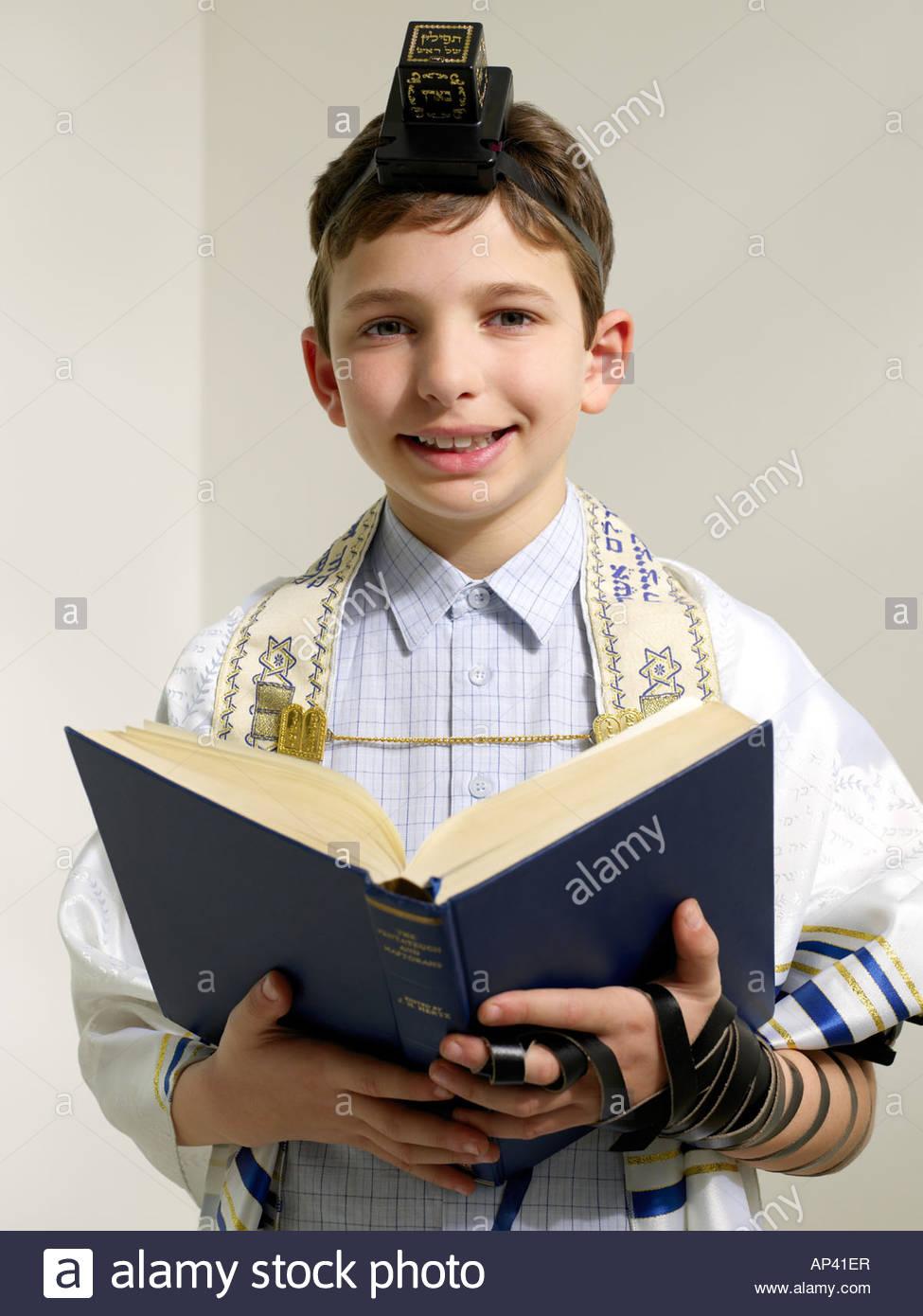 Jewish boy reading from siddur - Stock Image